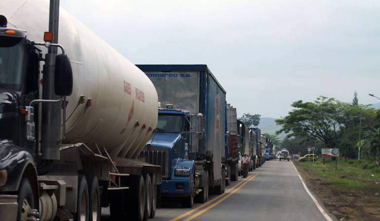"""Pico y placa camiones de carga y buses intermunicipales: Transportadores de pasajeros y de carga alertan por """"pico y placa"""" ambiental en Bogotá"""
