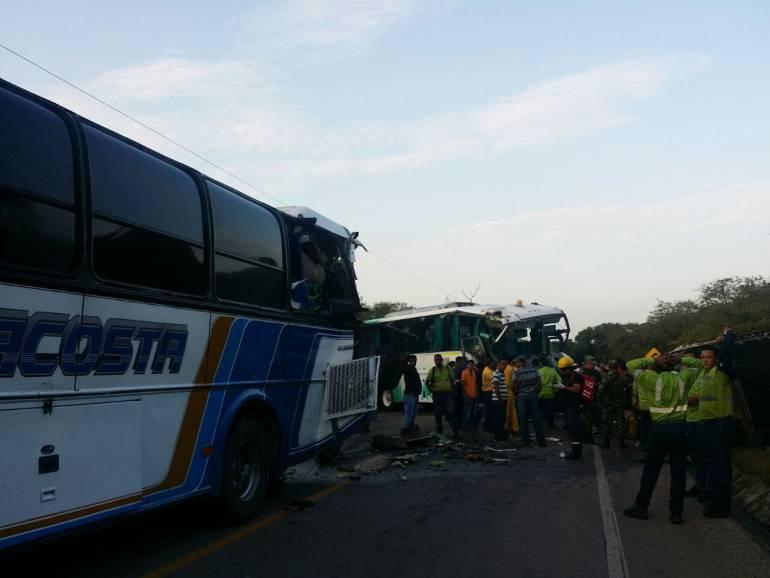 Al menos 7 personas heridas deja triple choque en carreteras de La Guajira