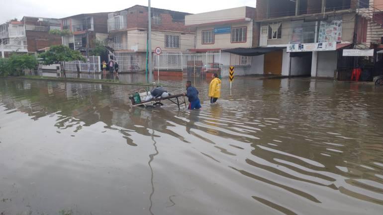 Inundaciones y cortes de energía afectan a más de 80 barrios por emergencia invernal en Cali