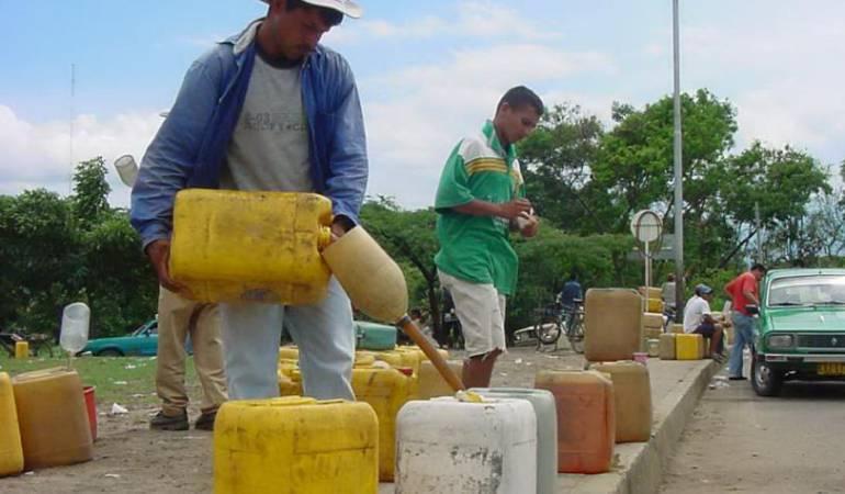 Vendedores informales de combustible