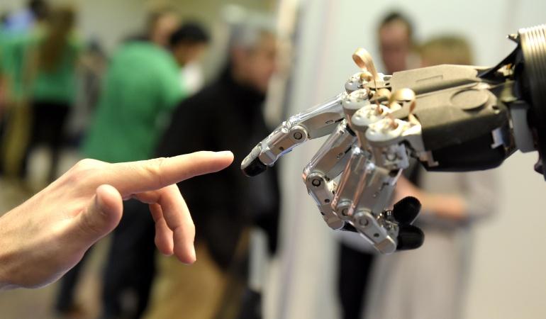 Estudiantes bogotanos ganan beca: Estudiantes de Fontibón ganaron beca de robótica en Francia