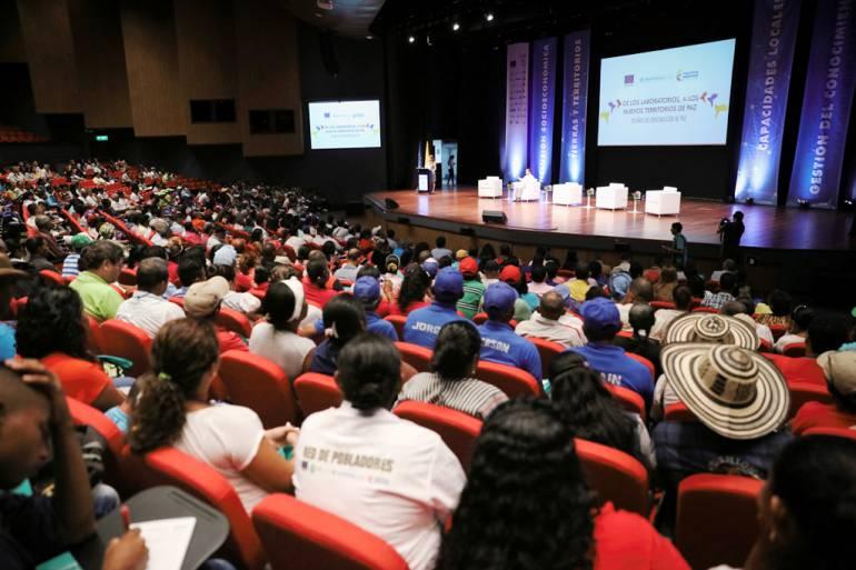 """Clausuran en Cartagena """"Laboratorios a los Nuevos Territorios: 20 Años de Construcción de Paz"""": Clausuran en Cartagena """"Laboratorios a los Nuevos Territorios: 20 Años de Construcción de Paz"""""""
