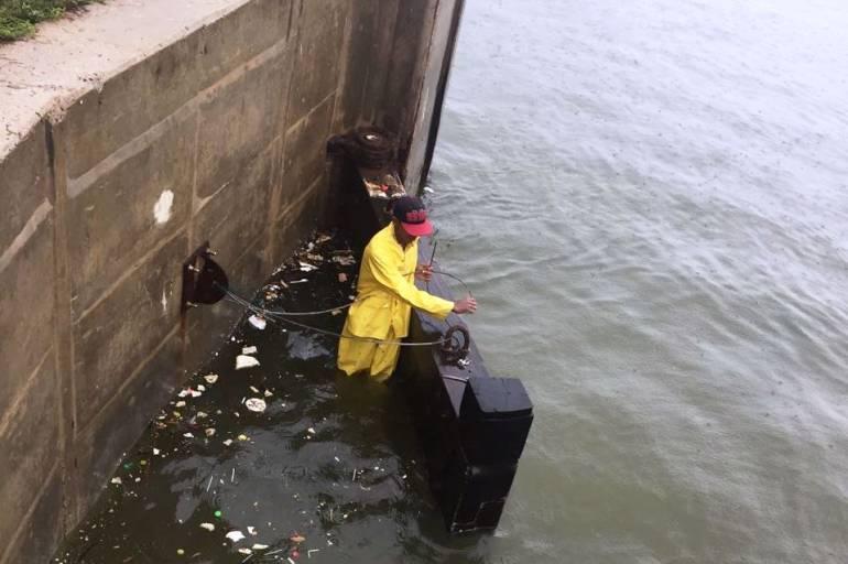 Monitoreo a compuertas de La Bocana de Cartagena para evitar inundaciones cerca a Ciénaga de la Virgen: Monitoreo a compuertas de La Bocana de Cartagena para evitar inundaciones cerca a Ciénaga de la Virgen