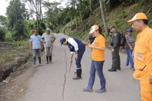 CIERRAN DE FORMA TOTAL LA CARRETERA BUCARAMANGA SAN VICENTE DE CHUCURÍ DEBIDO A UNA FALLA GEOLÓGICA INVIERNO: Video: Cerrada la carretera Bucaramanga San Vicente por falla geológica