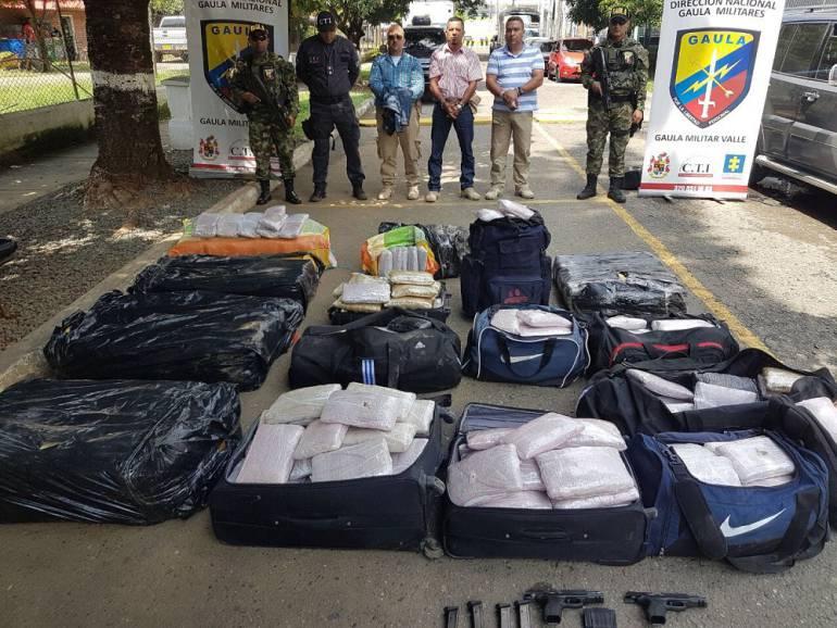 Capturan tres agentes de la UNP que transportaban 35 sacos de marihuana