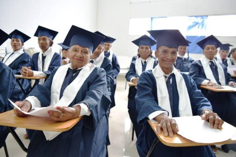 50 adultos mayores de Arjona y Turbaco se alfabetizaron gracias a la gobernación de Bolívar: 50 adultos mayores de Arjona y Turbaco se alfabetizaron gracias a la gobernación de Bolívar