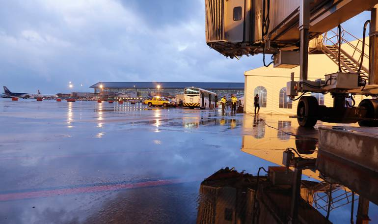 Bogotá Aeropuerto El Dorado: El Dorado ya cuenta con tecnología que permite aterrizar con baja visibilidad en Bogotá