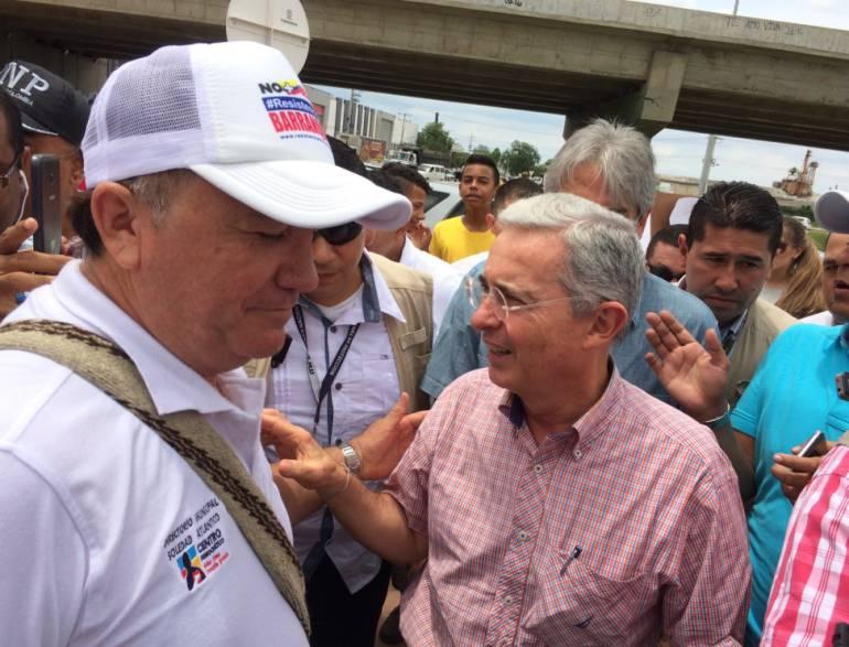 """Uribe pide al Gobierno """"no seguir haciéndole trampa a la democracia"""""""