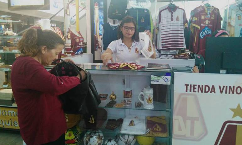 Deportes TolimaI VS Santa Fe: Incrementan ventas de la camiseta del Deportes Tolima