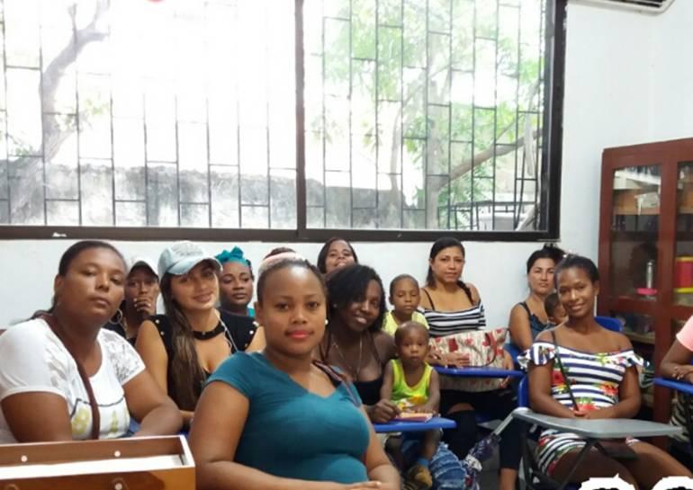 Gradúan a 13 mujeres víctimas de Cartagena en empoderamiento: Gradúan a 13 mujeres víctimas de Cartagena en empoderamiento