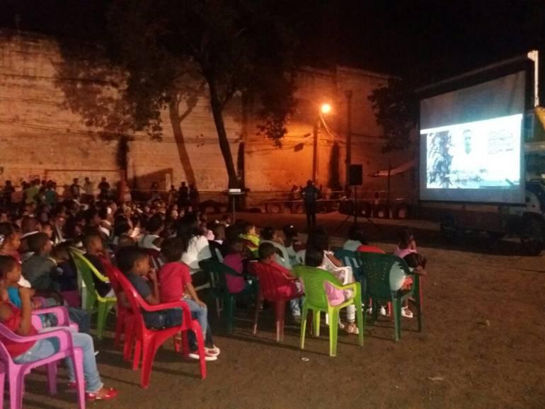 Electricaribe lleva cine comunitario por barrios de Cartagena: Electricaribe lleva cine comunitario por barrios de Cartagena
