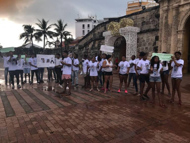 Plantón contra asesinato de joven en barrio El Zapatero de Cartagena: Plantón contra asesinato de joven en barrio El Zapatero de Cartagena