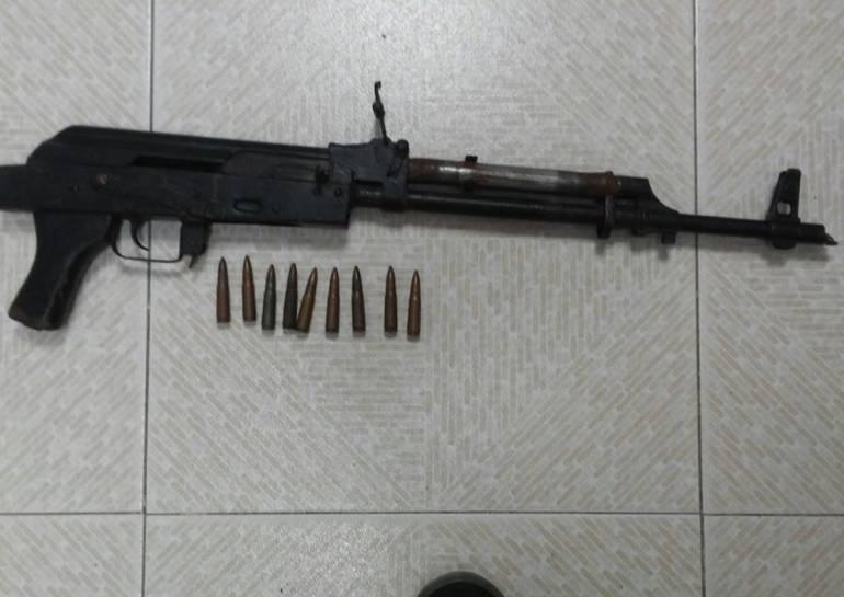 Policía halla fusil AK-47 en zona rural de Magangué: Policía halla fusil AK-47 en zona rural de Magangué