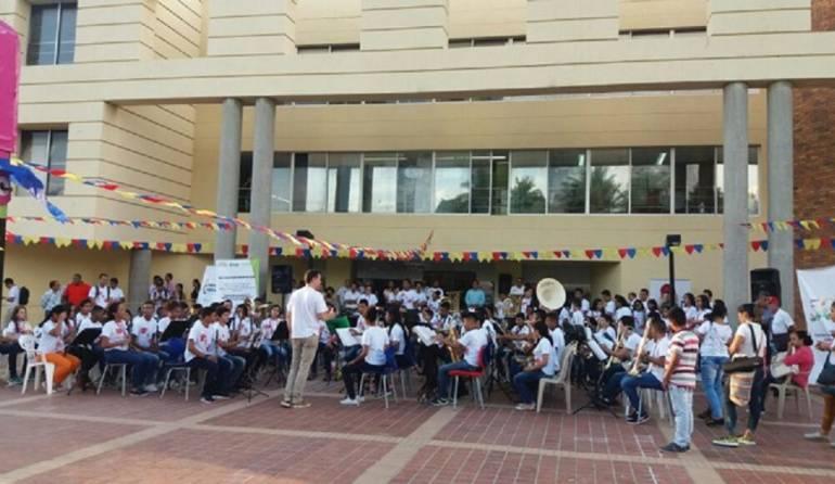 Drummond Niños músicos del Cesar Fundación Musical Bombardinos de Colombia.: Niños músicos del Cesar reciben ayuda de Drummond