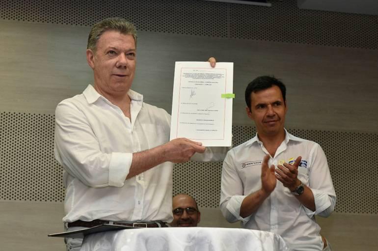 Santos sancionó en Buenaventura Fondo Autónomo: Presidente Santos sancionó Ley que crea el Fondo Autónomo para el Puerto