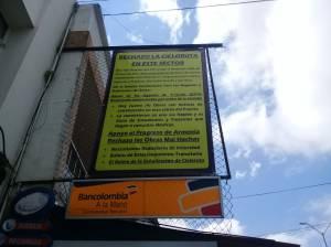 Con un cartel, los comerciantes aseguran que el bici carril no fue socializado