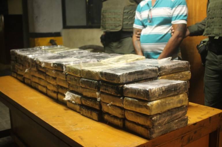 Policía de Cartagena incautó 104 kilos de cocaína en un taller de mecánica: Policía de Cartagena incautó 104 kilos de cocaína en un taller de mecánica