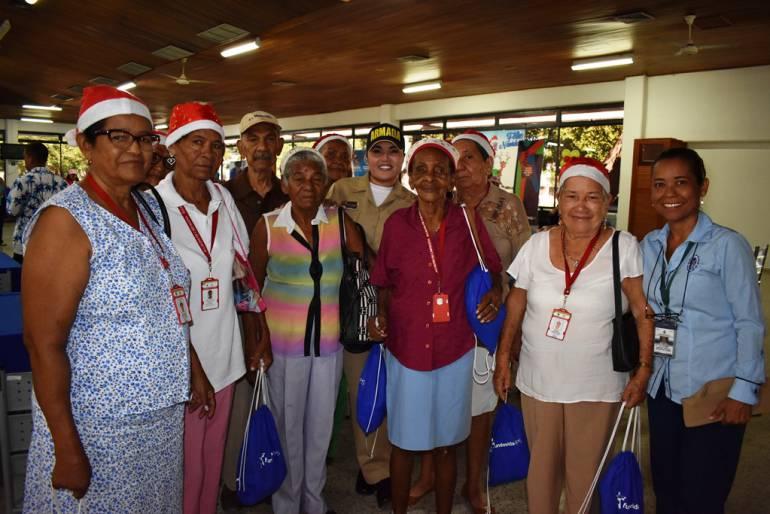 Escuela naval de cadetes de Cartagena estrecha relaciones con adultos mayores: Escuela naval de cadetes de Cartagena estrecha relaciones con adultos mayores