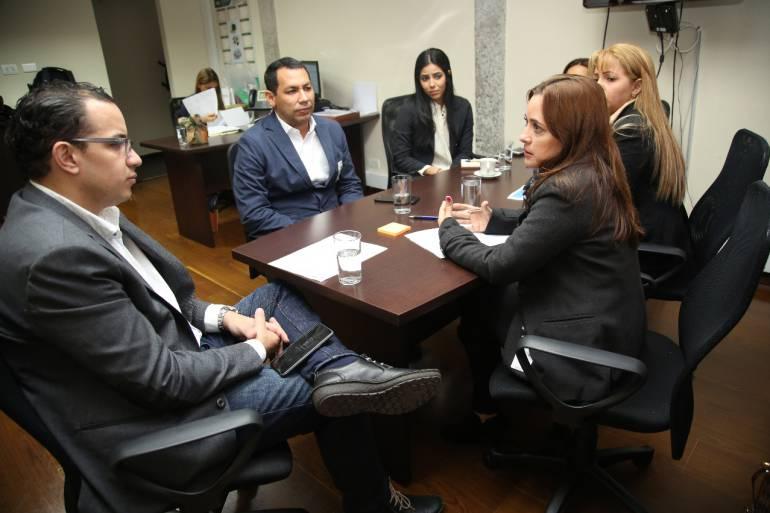 La alcaldesa encargada de Santa Marta, Jimena Abril, cuando radicaba el proyecto. /FOTO ALCALDÍA