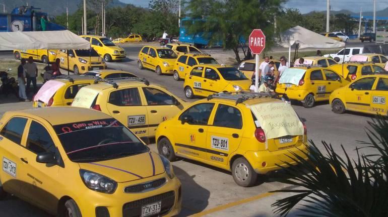 Manifestación de taxistas en Santa Marta. /FOTO CARACOL RADIO