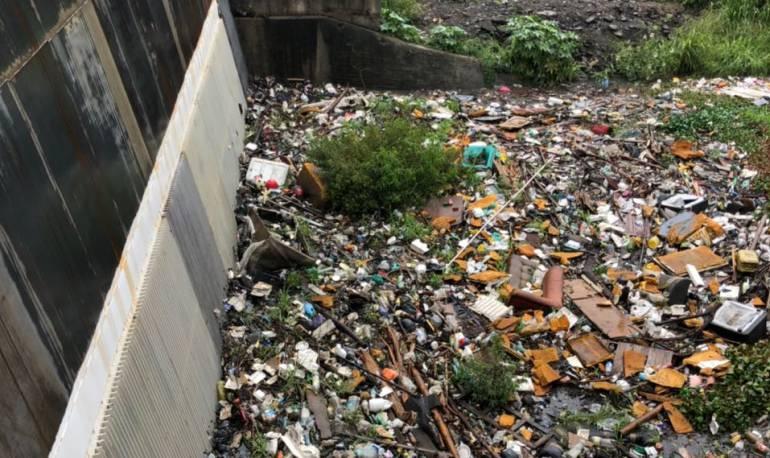 Lluvias: Basuras en canales, causa de inundaciones en Petecuy , Gaitán y Alfonso López