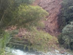 Los deslizamientos de tierra han afectado principalmente las vías
