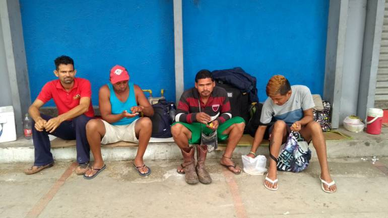 Venezolanos en la Terminal de Transportes.