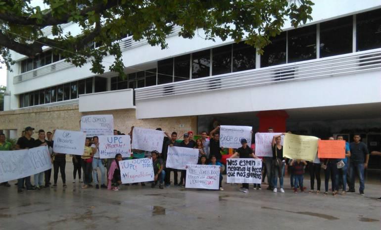 Cesar Universitarios: Universitarios protestan para lograr 600 becas en Cesar