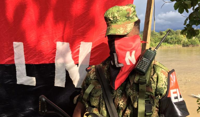 Gobierno colombiano analiza cese el fuego y acuerdo con ELN