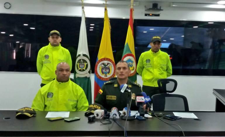 Teniente coronel Tahir Rivera de la Sijín en Barranquilla y el comandante de la Mebar, Mariano Botero Coy.