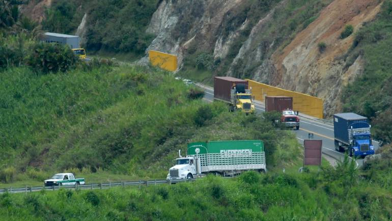 Mercancía de contrabando: La Dian decomisó mercancía de contrabando en la vía a Bogotá – Fusagasugá