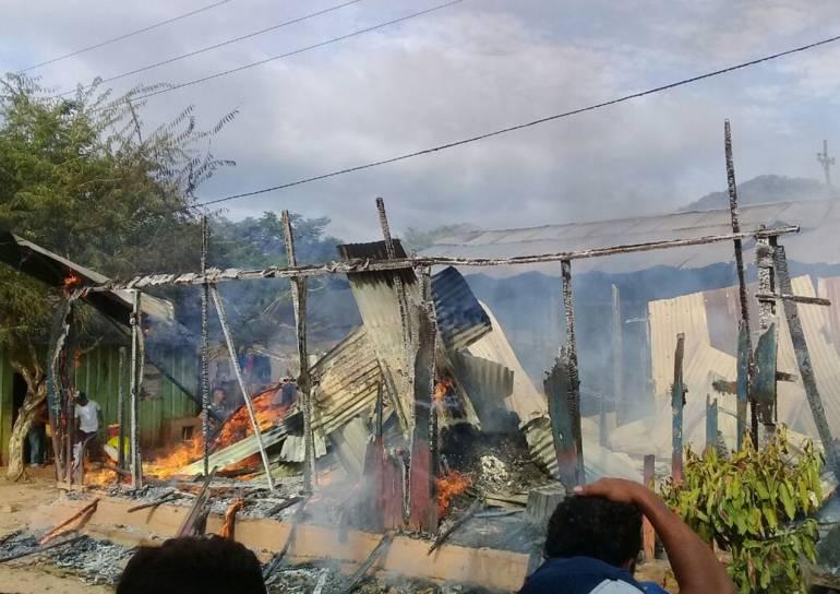 Incendio consume siete viviendas en Tiquisio, sur de Bolívar: Incendio consume siete viviendas en Tiquisio, sur de Bolívar