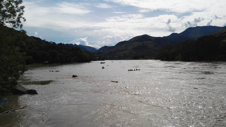Una camioneta cayó al río Cauca: tres muertos y un desaparecido