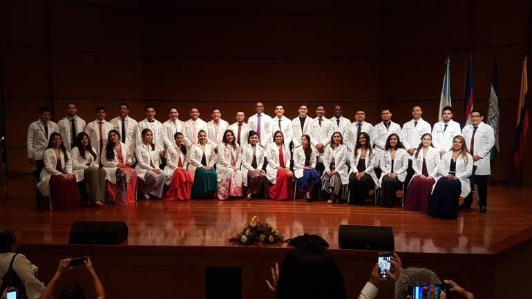 34 estudiantes de la Universidad Icesi recibieron su bata blanca