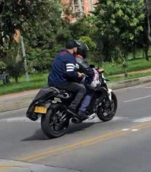 Video de intento de atraco a mujer cerca a Titán: Hombres en moto y armados golpearon a una mujer para robarla