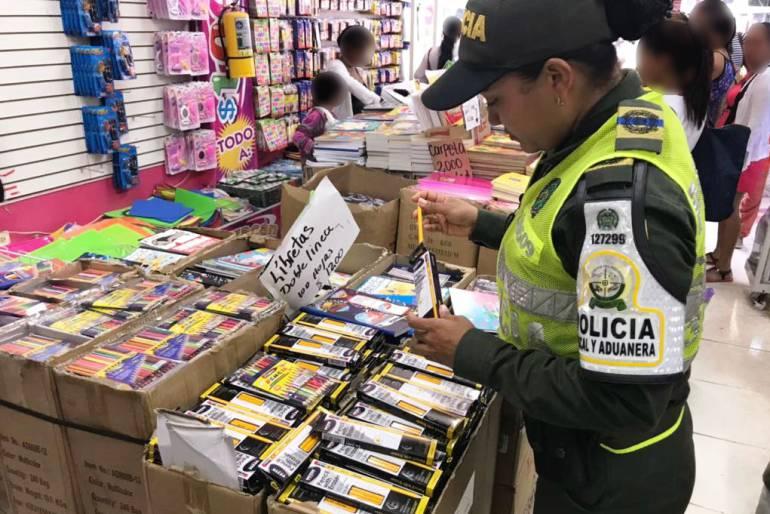 6.480 útiles escolares fueron aprehendidos en Cartagena por Dian y policía fiscal y aduanera: 6.480 útiles escolares fueron aprehendidos en Cartagena por Dian y policía fiscal y aduanera