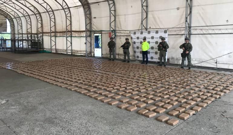La Policía reportó el hallazgo, bajo tierra, de 960 kilos de cocaína que pertenecerían a Walter Patricio Arizala Vergara, alias Guacho