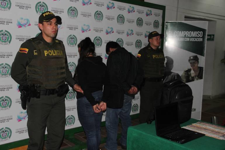 """CAPTURARON A DOS DELINCUENTES DE LA BANDA DE LOS ROMPEVIDRIOS EN BUCARAMANGA: Dos de los """"rompevidrios"""" cayeron con $10 millones"""