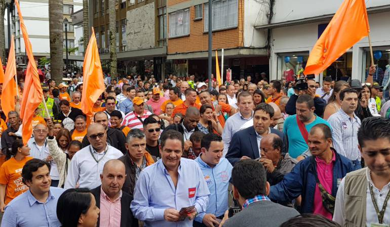 Uribe y Vargas Lleras se reunieron en Manizales