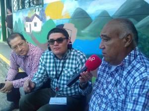 Vicente Mantilla, presidente del comité municipal de Cafeteros de Circasia y Leonardo Arcila rector del colegio