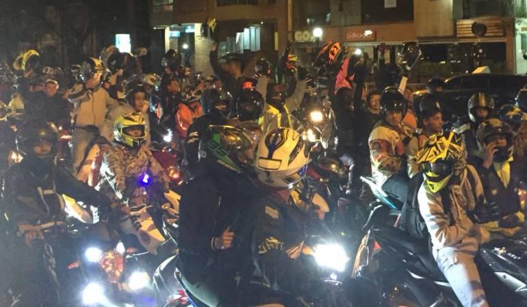 Viernes comienza la prohibición de parrillero en moto en Bogotá: Aplazan la restricción de parrillero en moto para el próximo viernes