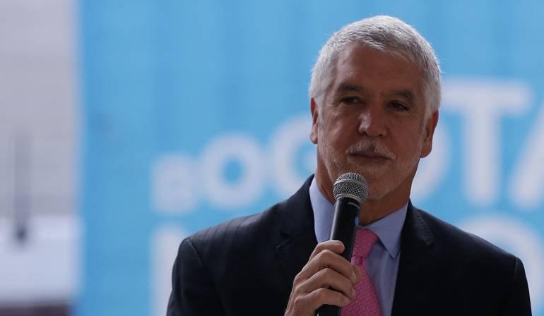 Peñalosa: Peñalosa pide al Concejo que apruebe aumento de tarifas de parqueaderos