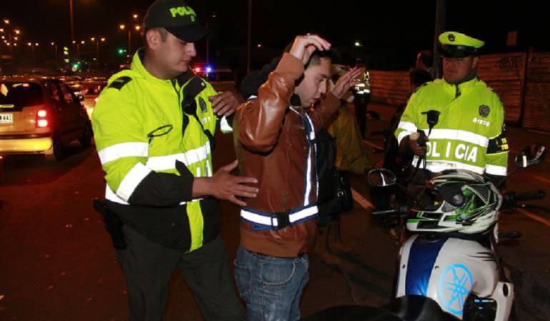 Policías extorsionistas: Por extorsión capturados cinco policías de transito en el Valle