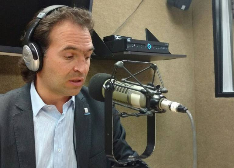 Alcalde de Medellín califica la agresión en el Inem como un hecho criminal