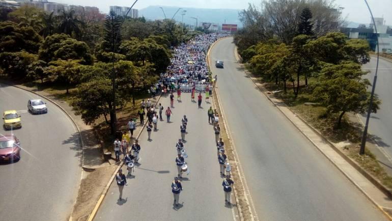 PROTESTA, RECHAZO, SOLIDARIDAD: Policía acompaña a comunidad en marcha
