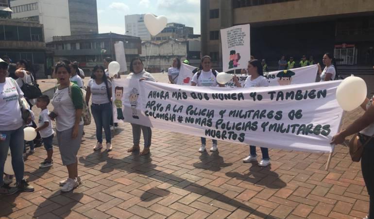 policias: En Cali rinden homenaje a policías asesinados en Barraquilla