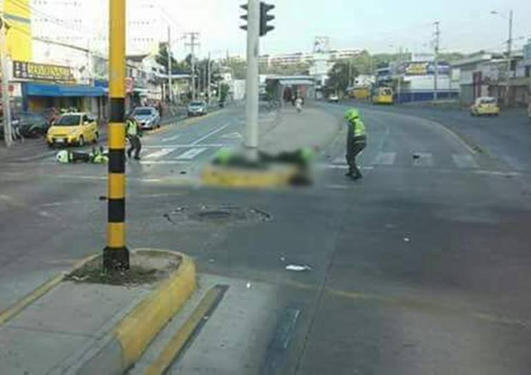 Camioneta atropella dos policías en Cartagena: Camioneta atropella dos policías en Cartagena