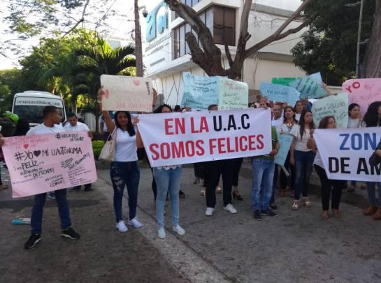 Empleados de la Uniautónoma protestan por atrasos en pagos