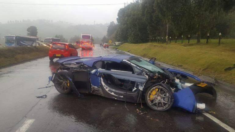 Carros deportivos protagonizan accidente en la vía Bogotá - Tunja