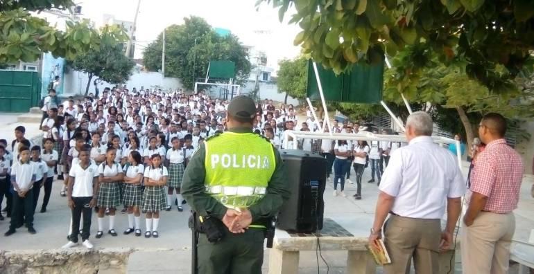 Policía de Cartagena se tomó los colegios en el regreso a clases